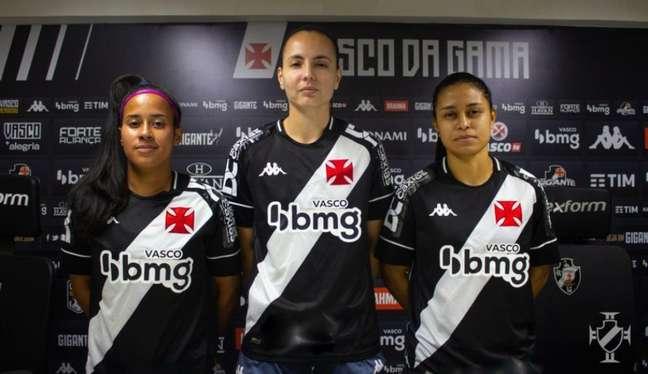 Milena, Camila e Carol são as novas atletas do Vasco no futebol feminino adulto (Foto: João Pedro Isidro/Vasco)
