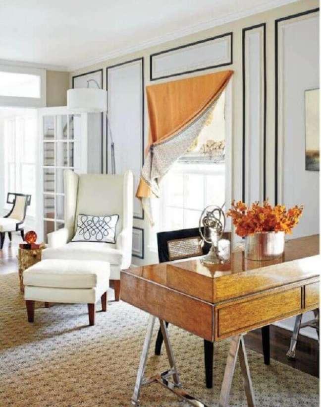 12. Decoração clássica para quarto com poltrona branca – Foto: Adore Magazine