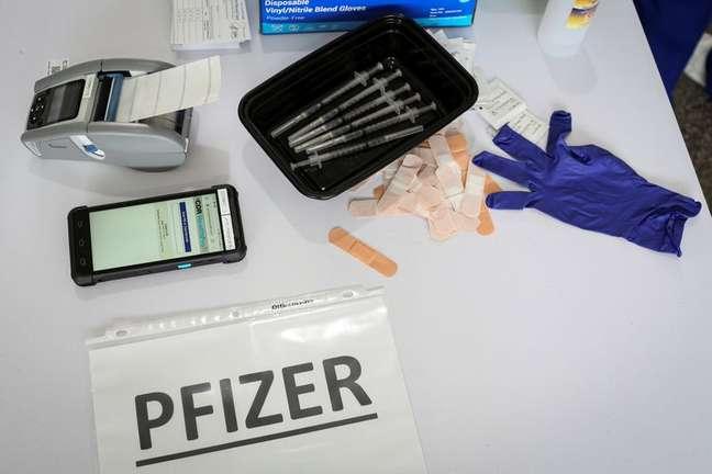 Doses da vacina da Pfizer contra Covid-19 durante campanha de vacinação em Miami 10/03/2021 REUTERS/Marco Bello