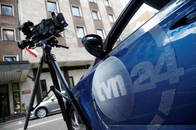 Logo da TVN24 em carro da emissora em Varsóvia 22/09/2021 REUTERS/Kacper Pempel
