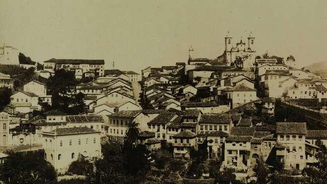 Exploração do ouro povoou o interior do Brasil, em torno de cidades como Vila Rica (atual Ouro Preto)