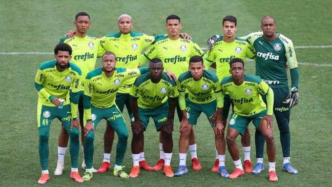 Alguns jogadores do Sub-20 do Palmeiras treinaram com os profissionais na Academia de Futebol (Foto: Cesar Greco)