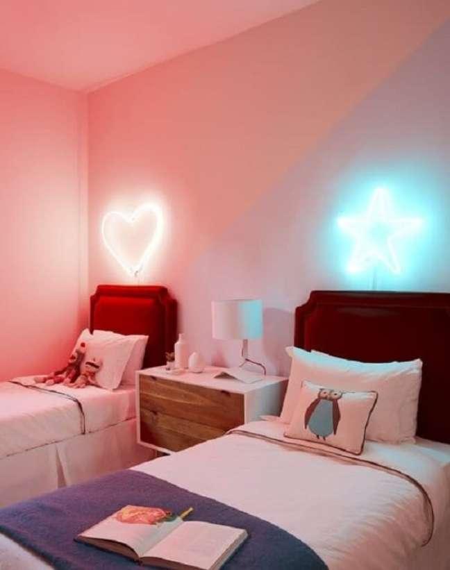 20. Decoração neon para quarto compartilhado. Fonte: Studio IRO