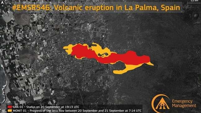 Imagem de satélite mostra, em vermelho, como a lava estava espalhada no dia 19 e, em amarelo, como se espalhou na terça-feira