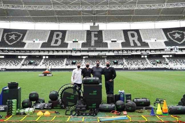 Diretoria do Botafogo com a Kallango (Foto: Vítor Silva/Botafogo)