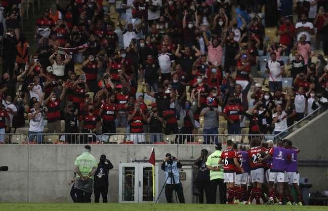 Nem todos respeitaram distanciamento e usaram máscara no Maracanã (Foto: Gilvan de Souza/Flamengo)