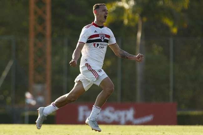 Guilherme marcou o gol da vitória do São Paulo aos 50 minutos (Foto: Miguel Schincariol/Saopaulofc.net)