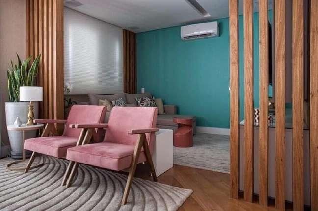 60. Sala dois ambientes decorada com parede cor ciano – Foto: Meyer Cortez Arquitetura Design