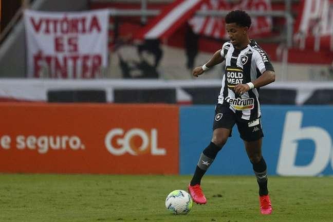 Warley em ação pelo Botafogo. Lateral está fora do próximo jogo (Foto: Vítor Silva/Botafogo)