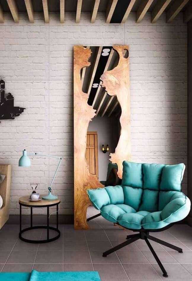 55. Quarto industrial decorado com poltrona cor ciano confortável – Foto: Decor Fácil