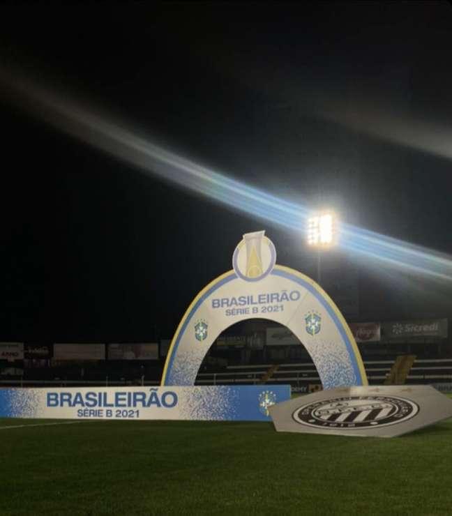 Partida foi disputada com público no estádio Germano Krüger (Foto: Divulgação/Operário)