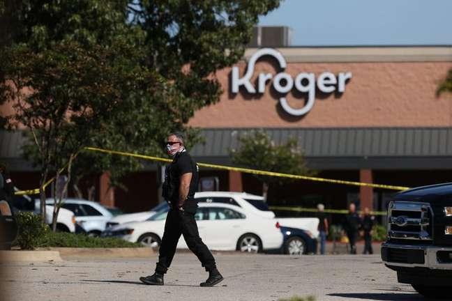 Atirador mata uma pessoa, fere 12 e comete suicídio em supermercado nos EUA 23/09/2021 Joe Rondone/The Commercial Appeal/USA Today via REUTERS.
