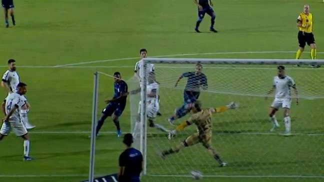 Marco Túlio marcou um dos gols do CSA contra o Botafogo (Foto: Reprodução/Premiere)