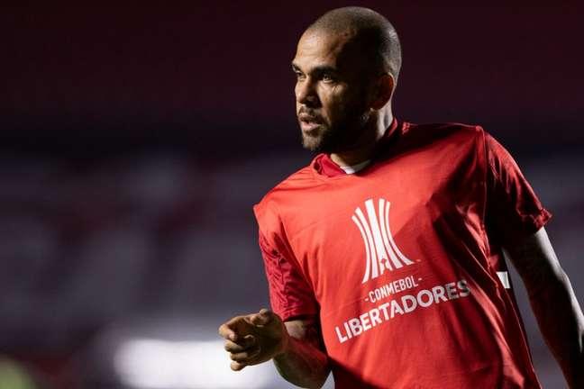 Daniel Alves estava no São Paulo e pode chegar ao Fluminense (Foto: Rubens Chiri/saopaulofc.net e Staff Images/CONMEBOL)
