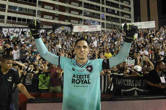 Gatito é aclamado pela torcida do Botafogo (Foto: Vítor Silva/Botafogo)