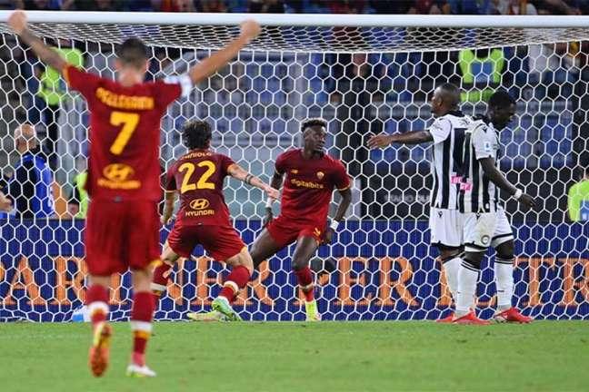 Tammy Abraham marcou o gol da vitória da Roma sobre a Udinese (Foto: Alberto PIZZOLI / AFP)