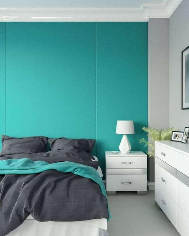 38. Decoração de quarto branco com parede cor ciano – Foto: Interior Design Ideas