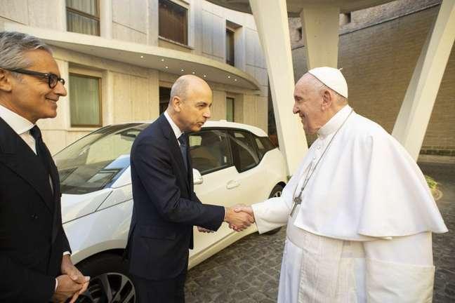Papa Francisco com os executivos da BMW.