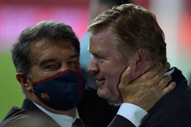 Laporta dá mais um voto de confiança para Ronald Koeman (Foto: CRISTINA QUICLER / AFP)