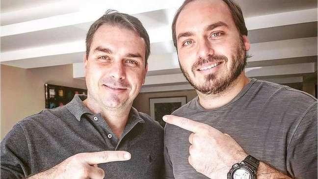 Flávio e Carlos, filhos mais velhos do presidente, são investigados por suposto esquema de 'rachadinha'