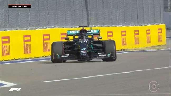 Lewis Hamilton fez teste de largada antes da corrida em Sóchi e foi punido