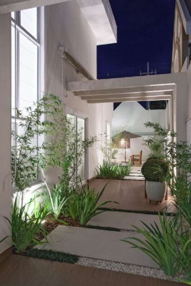 15. Área externa com pergolado de concreto pré moldado. Fonte: My Desired Home