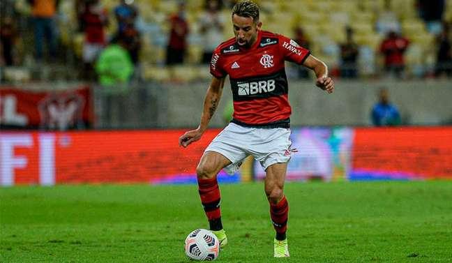O lateral-direito Isla em ação pelo Flamengo (Foto: Marcelo Cortes / Flamengo)