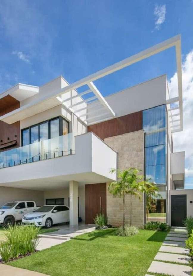 18. Arquitetura ousada com fachada com pergolado de concreto. Fonte: Decor Salteado