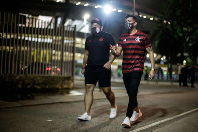 Torcedores do Flamengo no entorno do Maracanã (Foto: Gilvan de Souza/Flamengo)