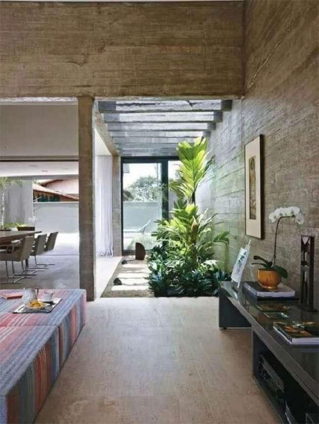 45. O pergolado de concreto permite a entrada de luz natural e chuva sobre as plantas do jardim de inverno. Fonte: Architecture Art Designs