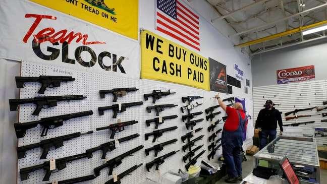 Vendas de armas dispararam no país desde o início da pandemia