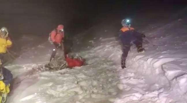 Equipes de resgate fazem operação no Monte Elbrus para salvar alpinistas 23/09/2021 Ministério de Emergências da Rússia/Divulgação via REUTERS