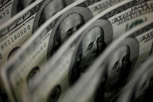 Notas de dólares dos EUA 02/08/2011 REUTERS/Yuriko Nakao