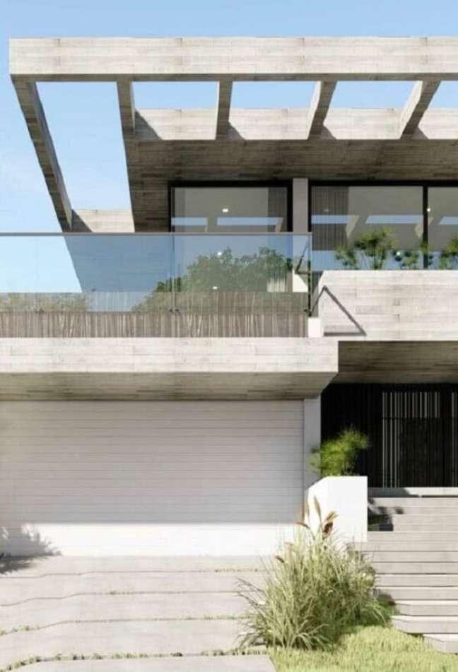 4. Projeto de fachada com pergolado de concreto e guarda corpo de vidro. Fonte: Decor Fácil