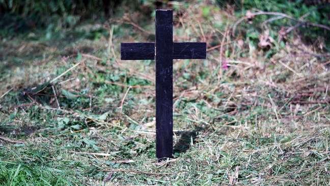 Em dezembro de 2006, corpo de Adam foi enterrado em uma sepultura não identificada em um cemitério de Londres