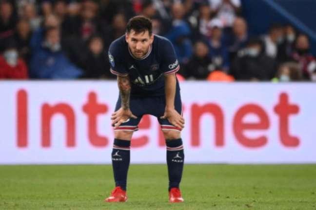 Messi irá passar por exames neste domingo (Foto: FRANCK FIFE / AFP)