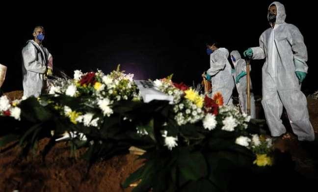 Brasil tem mais 19.438 casos e 699 mortes por Covid