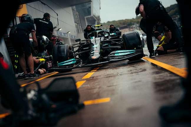 Valtteri Bottas liderou a dobradinha da Mercedes nos treinos do GP da Rússia