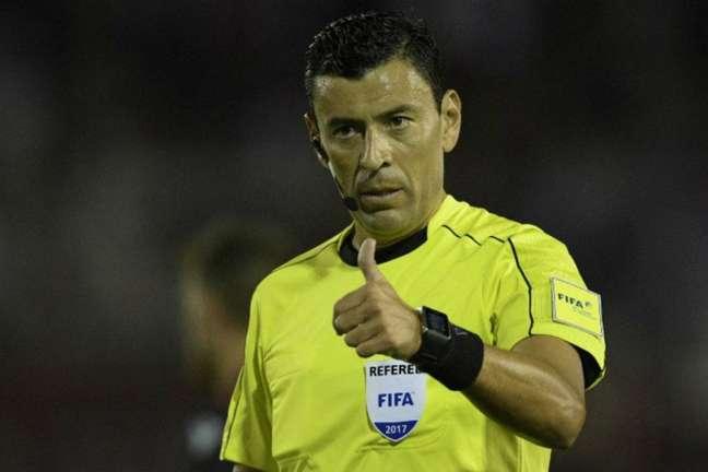 O árbitro chileno Roberto Tobar comandará a semifinal entre Barcelona e Flamengo (Foto: Divulgação/Conmebol)