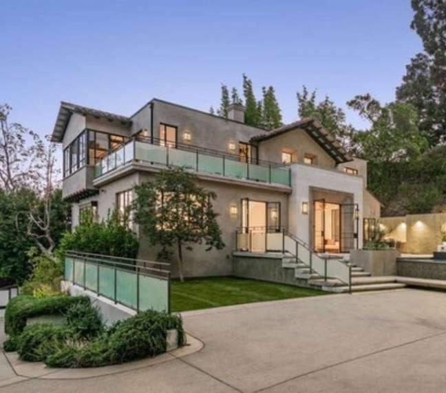 A mansão está à venda por R$ 41 milhões de reais!