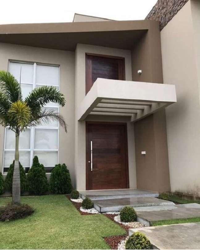 28. Casa moderna com fachada com pergolado de concreto. Fonte: El Rey Tuerto Decor