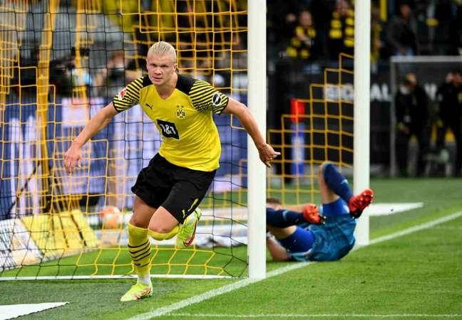 Dortmund conta com Haaland para superar o Borussia Monchengladbach (Foto: INA FASSBENDER / AFP)