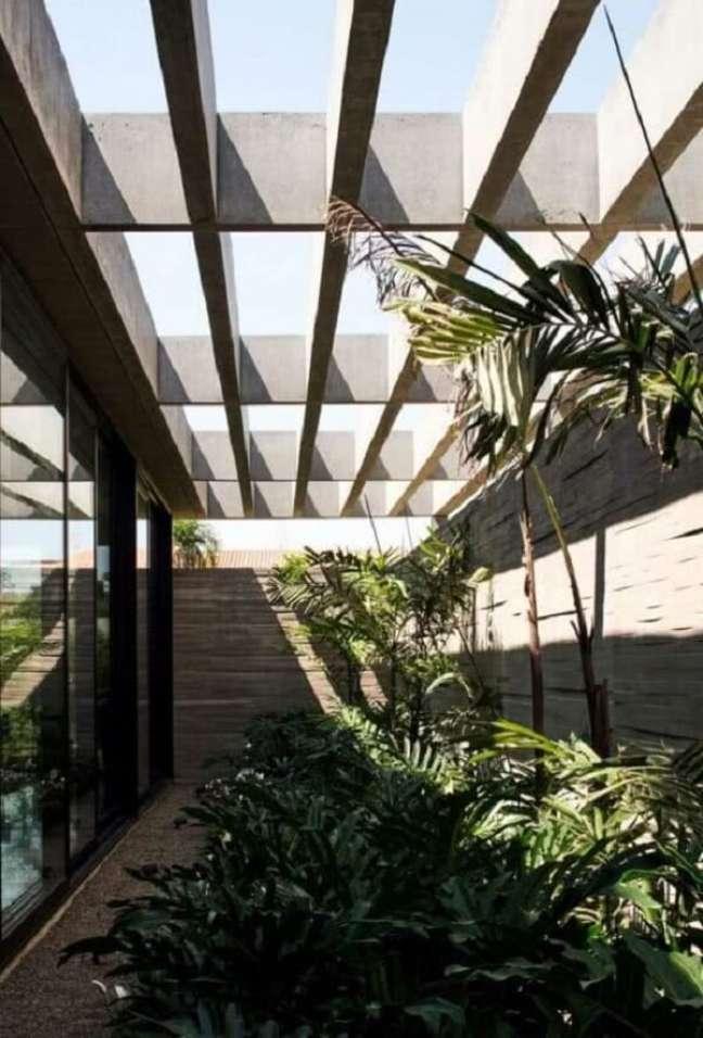 6. Pergolado de concreto pré moldado e jardim de inverno formam uma combinação perfeita. Fonte: Decor Fácil