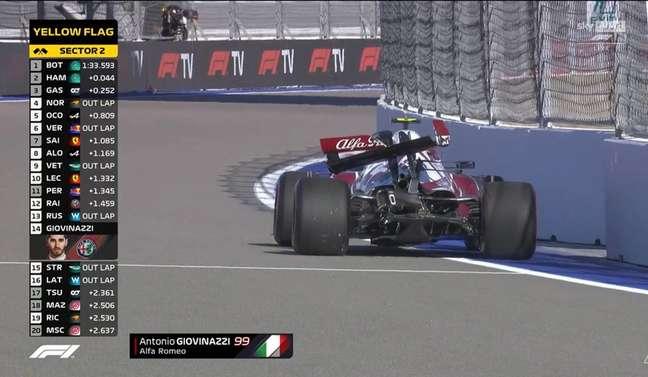 Antonio Giovinazzi ficou com a traseira da Alfa Romeo bem avariada após acidente