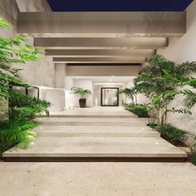 30. Entrada imponente e moderna com pergolado de concreto. Fonte: Homify