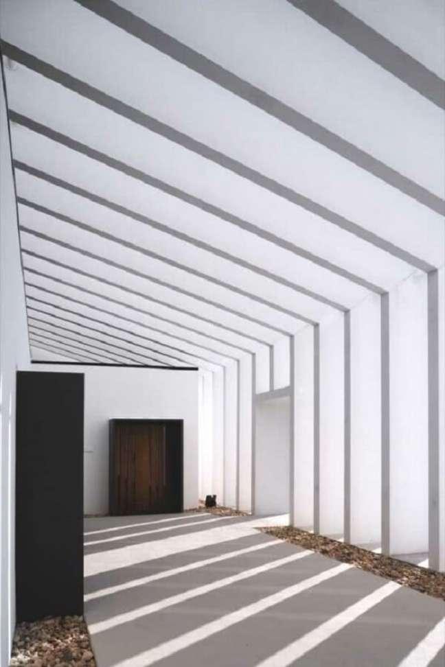 16. Arquitetura moderna com pergolado de concreto. Fonte: Decor Fácil