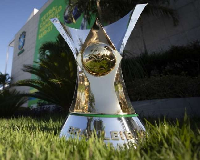 A taça do Brasileirão: CBF não conseguirá encerrar o Campeonato na data prevista (Foto: Lucas Figueiredo/CBF)
