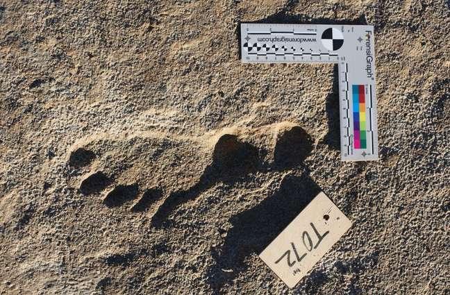 Uma das pegadas atribuídas pelos pesquisadores a crianças ou adolescentes que viveram há mais de 20.000 anos no continente americano