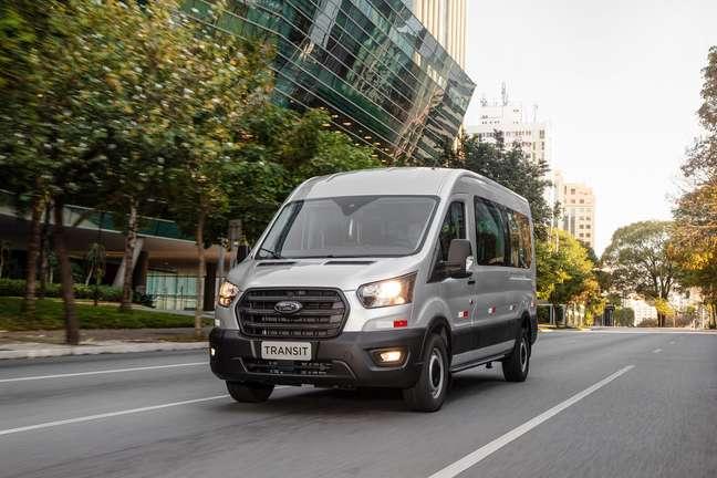 Ford Transit Minibus.