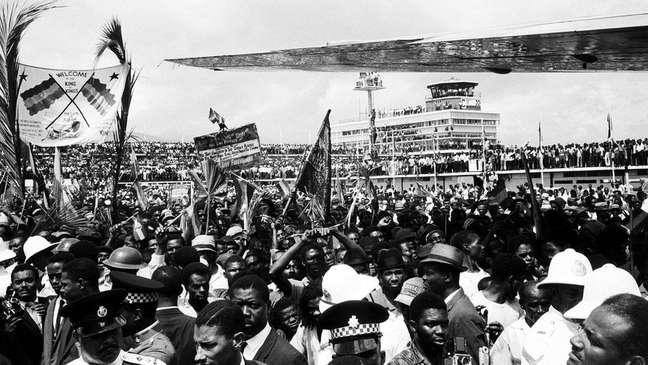 Imperador etíope Haile Selassie foi recebido por milhares de jamaicanos quando foi à Jamaica em 1966